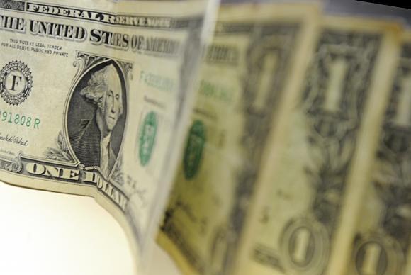 Dólar encerra a semana revertendo a forte tendência de alta