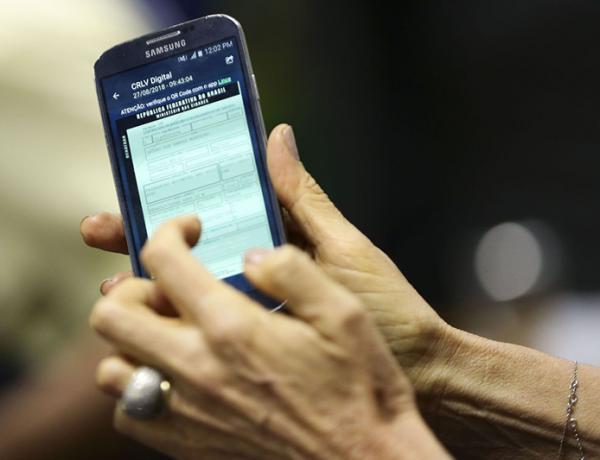 Consultas sobre PIS por assistente de voz em smartphones é liberado pela Caixa