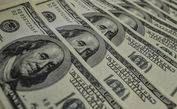 Dólar fecha nesta segunda-feira com forte queda