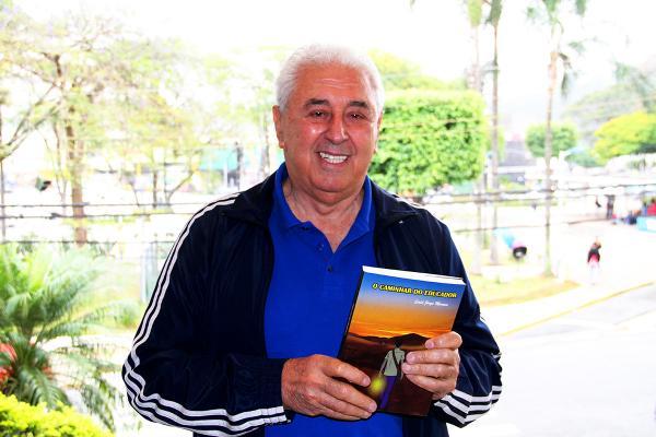 Professor Said Jorge de Moraes lança livro de memórias em Taboão da Serra