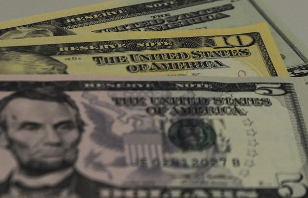 Dólar continua em queda e fecha a terça-feira, 9, no menor valor desde 3 de agosto