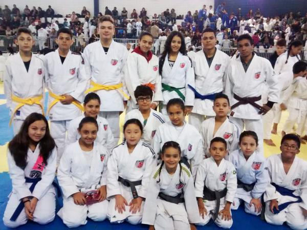 Judocas de Taboão da Serra conquistam 10 medalhas na 2ª Copa Jandira de Judô