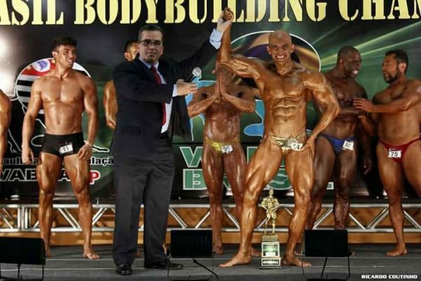 Fisiculturista taboanense Anderson Oliveira é campeão nacional em quatro categorias