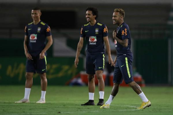 Em amistoso, Brasil enfrenta Argentina sem Messi nesta terça-feira