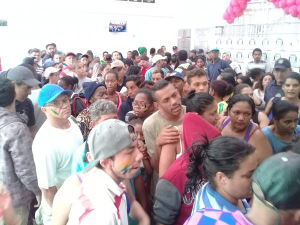 Famílias que ocupam terreno em Taboão da Serra fazem manifestação na Câmara Municipal