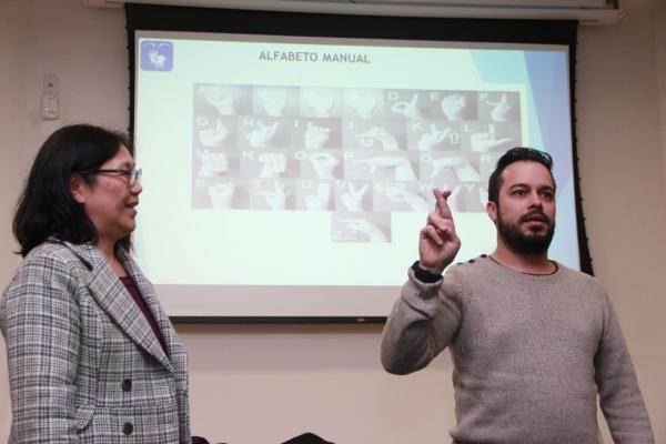 Taboão da Serra: profissionais da Saúde passam por curso de capacitação em Libras