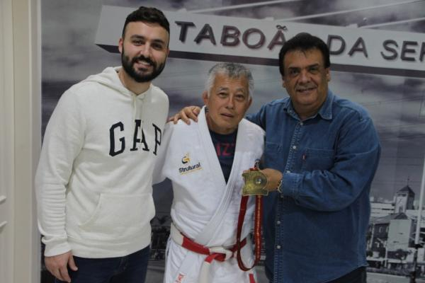 Taboão da Serra: Prefeito Fernando Fernandes recebe judoca campeão mundial no México