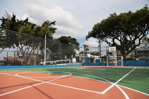 Prefeitura de Osasco entrega praça e quadra revitalizadas na Vila Isabel