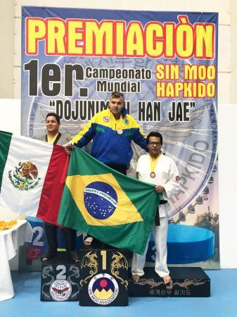 Weverton dos Santos Florêncio, atleta de Hapkido de Osasco, sagra-se campeão mundial em três categorias