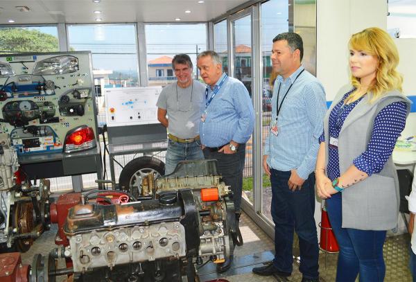 Prefeito Jorge Costa acompanha início das aulas na Carreta de Manutenção Automotiva