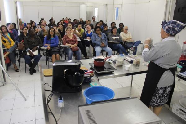 Taboão da Serra: Aula-show na Escola de Gastronomia atrai dezenas de pessoas para aprender receitas