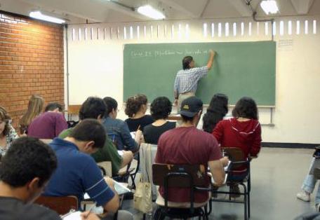 Bom uso do português será diferencial na redação do Enem, diz professor