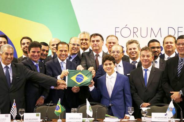 """Bolsonaro diz que é necessário adotar """"medidas que são um pouco amargas"""" para evitar o agravamento da crise no país"""