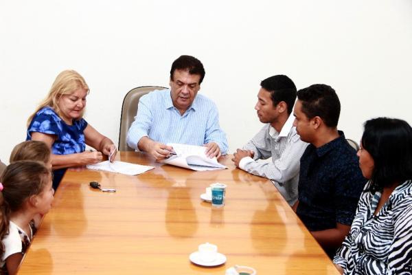 Taboão da Serra: Prefeito Fernando Fernandes assina convênio com a OSC Sementes do Amanhã