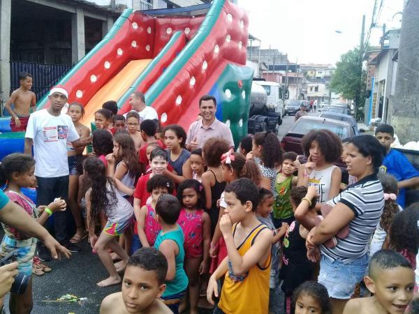 Nezito realiza festa Natal Feliz no Parque São Joaquim, em Taboão da Serra