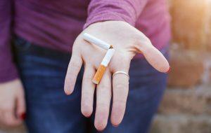 Vai fazer promessa de ano novo? Largue o cigarro e economize R$2 mil por ano