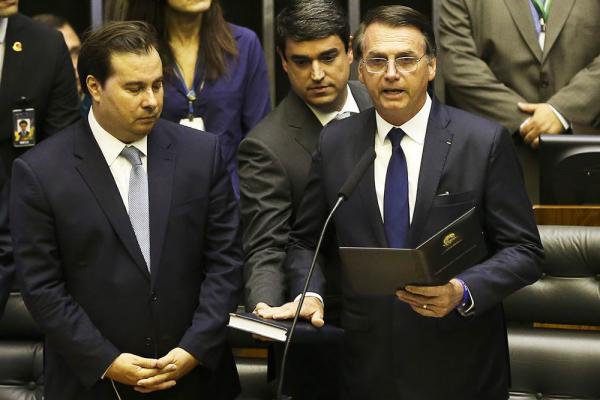Bolsonaro pede apoio para reconstruir o país e disse que fará reformas estruturantes