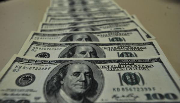 Dólar e euro fecham em queda e Ibovespa bate recorde novamente