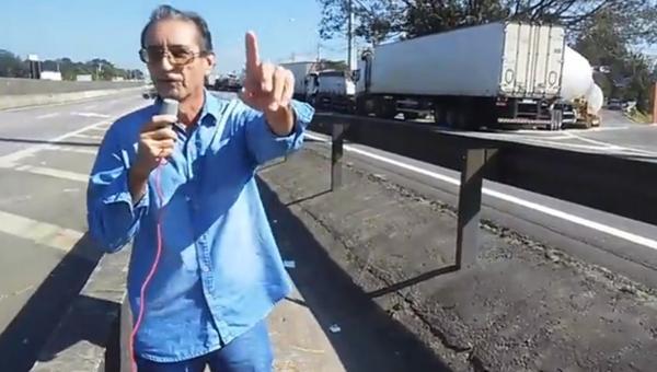 Reportagem sobre paralisação dos caminhoneiros na BR-116
